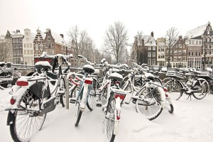 bigstok-Snowy-bikes-in-the-citycenter--27640070